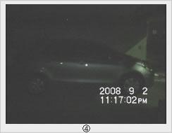 照明を落とすと殆ど車輌の姿は映りません。